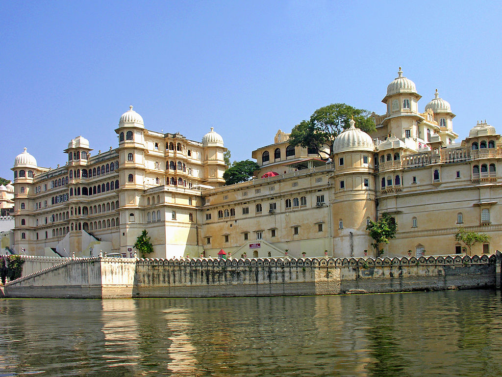 1024px-City_Palace_of_Udaipur-1.jpg
