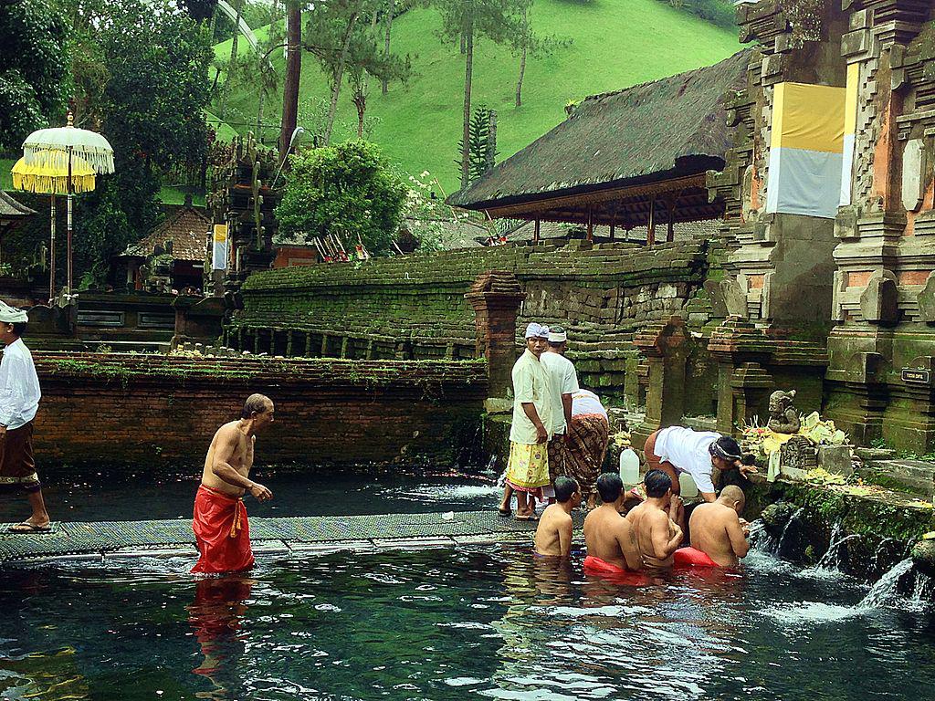 1024px-Pura_Tirta_Empul_Ubud_Bali_Indonesia-1.jpg