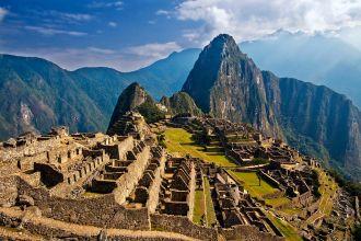 1024px-Machu_Picchu_Peru-1.jpg